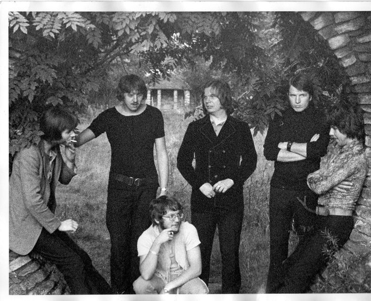 The All-Nite Workers, late 1970, left to right: Pete Amos, Geoff Glover, Keith Kendall, Doug Ayris, John Conway and Clyde Barrow (Photo from Doug Ayris)