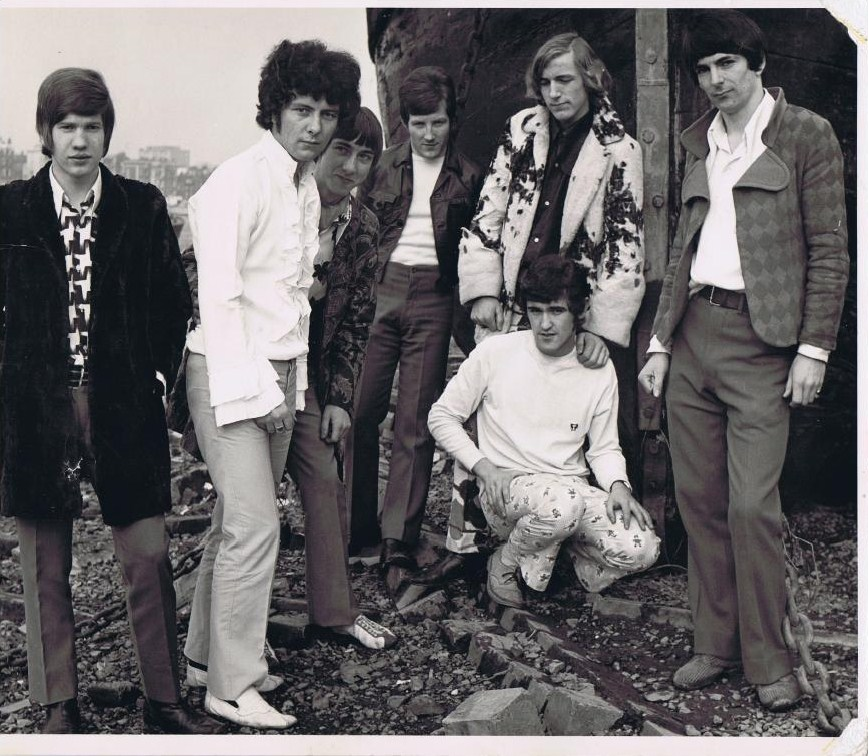 Jo Jo Gunne, Spring 1968 (left to right) Simon Spackman, Alan Barratt, Ron Butterworth, Ken Carroll, Alan Townsend, Paul Maher, Don Bax