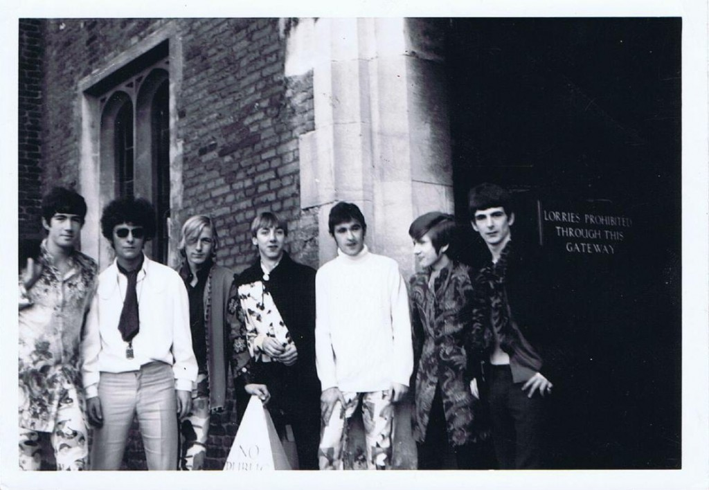 Jo Jo Gunne, Hampton Court  Palace (October/ November) 1967, left to right: Tom Marshall, Alan Barratt, Alan Townsend, Ronny Butterworth, Paul Maher, Simon Spackman and Don Bax