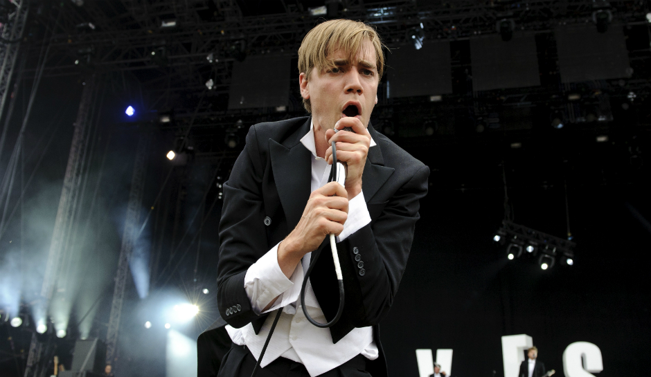 Howlin Pete of The Hives